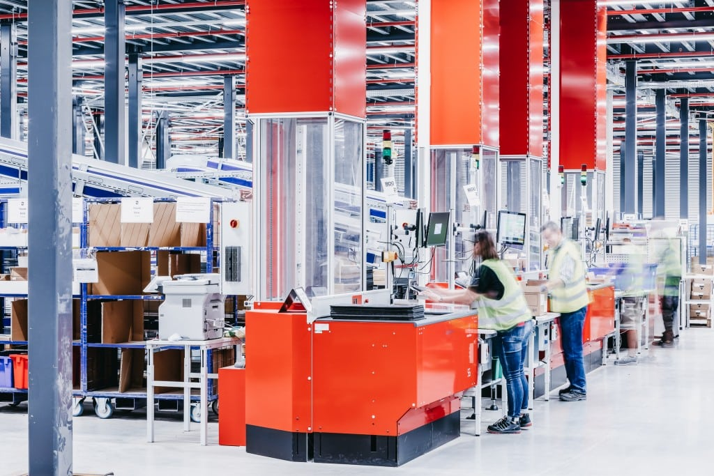 Four automated Swing Ports handle all incoming goods into the AutoStore system without additional conveying systems.