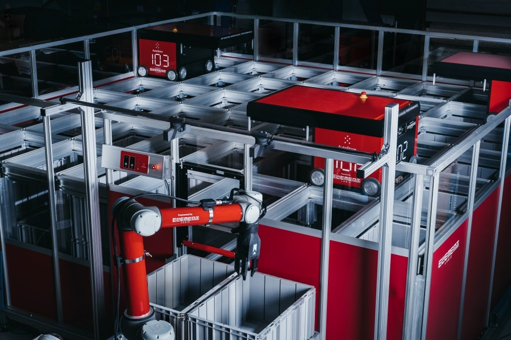 Robotarm from Element Logic working with AutoStore robots